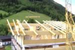Der Dachstuhl wird montiert